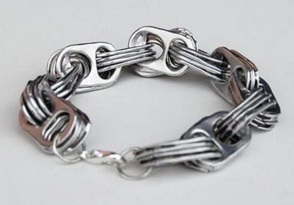 braccialetto fatto con le linguette delle lattine