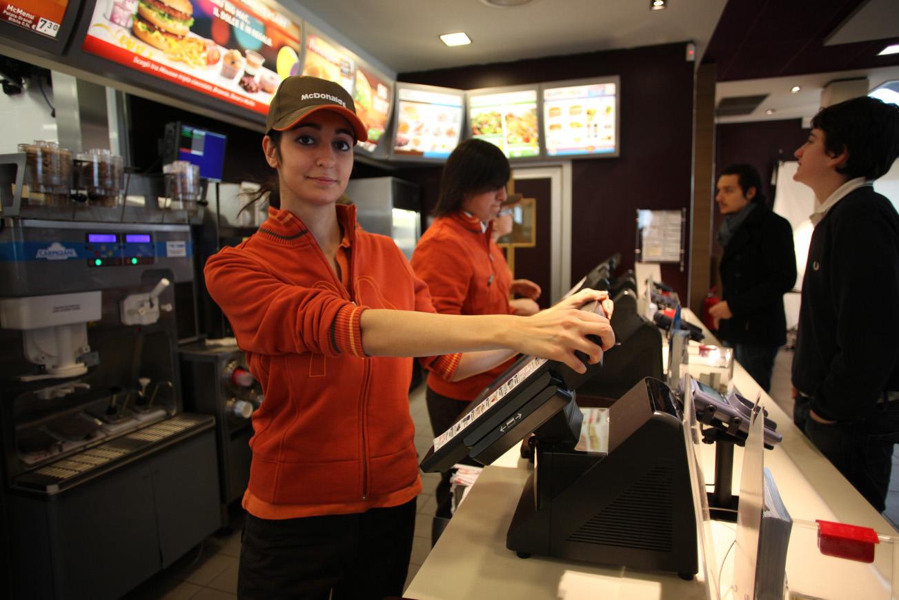 Retroscena di lavorare da McDonald's: cosa succede dietro le quinte