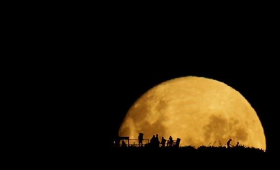 La Luna che sorge in tempo reale