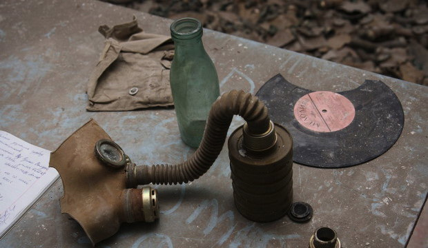 8Milk-bottle-gas-mask-Melody-940x625