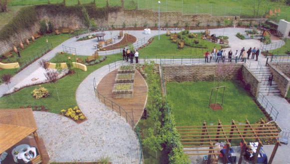 Il giardino sensoriale per esplorare il mondo naturale for Progetti per giardini di casa