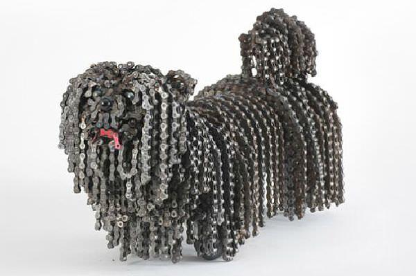 """""""HOW WOW"""", un branco di cani fatto di biciclette riciclate"""