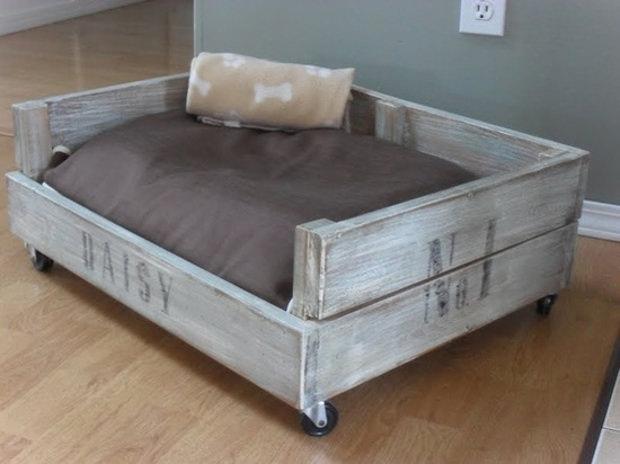 Cuccia fai da te 7 idee per costruire una cuccia per cani for Cucce da interno per cani taglia grande