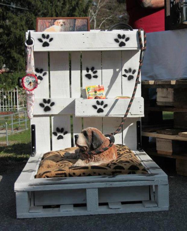 Cuccia fai da te 7 idee per costruire una cuccia per cani for Cuccia cane fai da te legno
