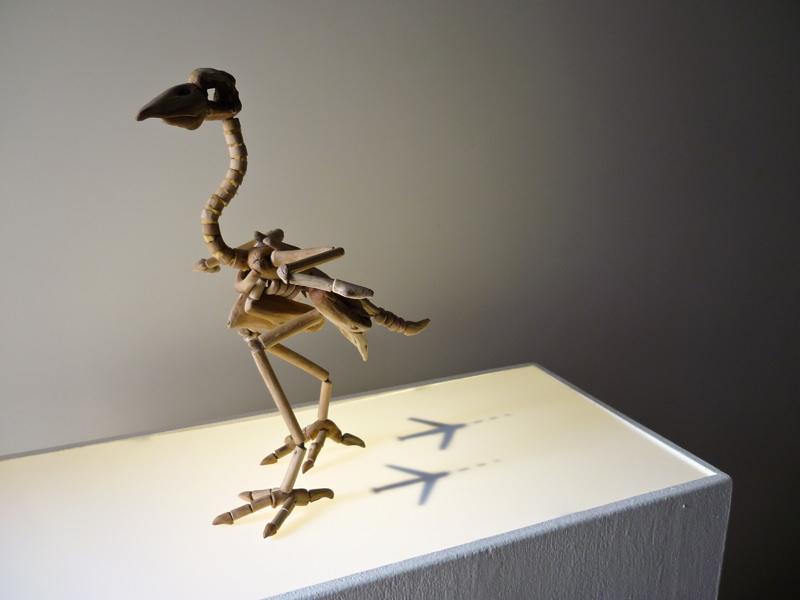 Fragile Skeletons, sculture fossili fatte di legno recuperato sulla spiaggia - Migratore stanziale