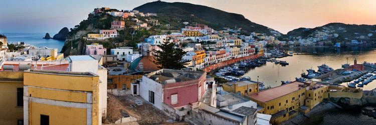 Ponza, vacanze gratis se aiuti a ripulire l'isola