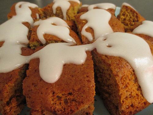 Dessert al limone: 7 ricette facili per preparare dolci vegan - torta con glassa